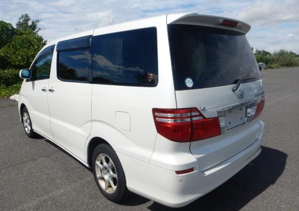 Тойота Alphard белого цвета